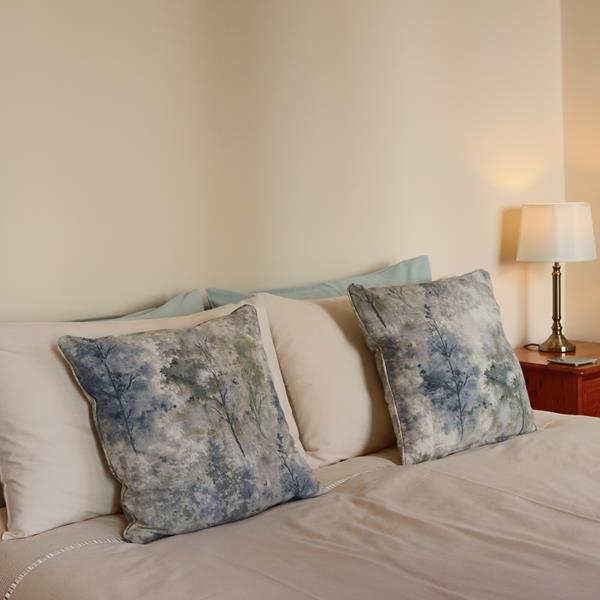 Poundhouse Kingsize bed